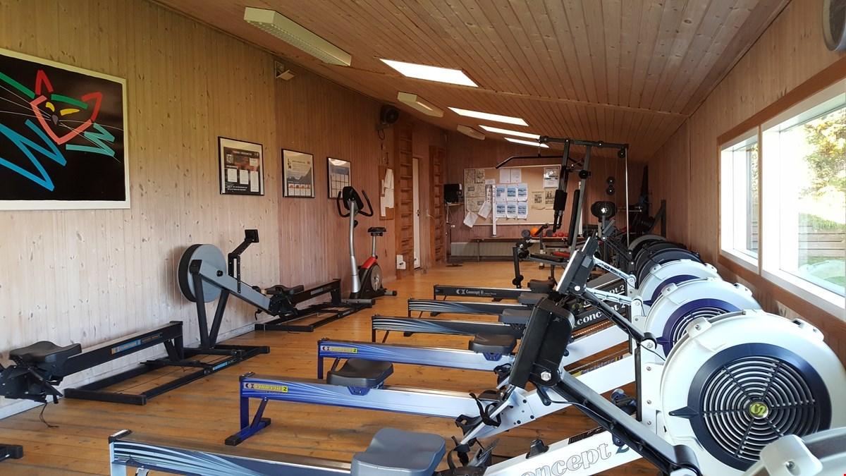 Nyt gulv i træningslokalet